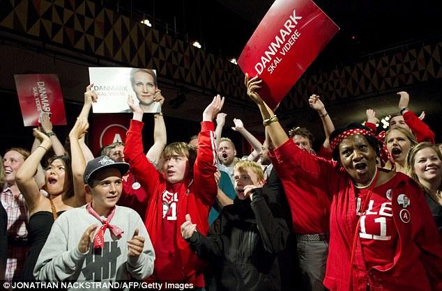 Danes%20cheering%20at%20victory%20of%20Social%20Democrats.jpg