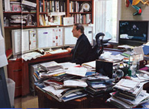 Gore%20in%20his%20home%20office.jpg