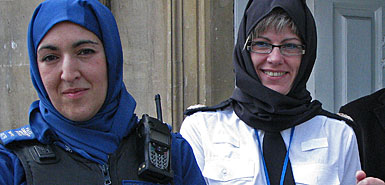Hijab%20wearing%20British%20police%20officers.jpg