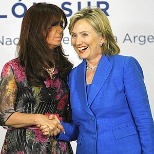 Hillary%20with%20Argentine%20president.jpg