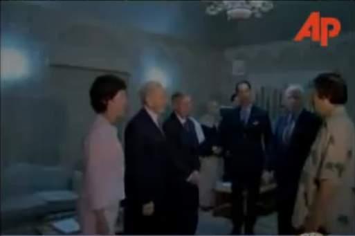 Kaddafi%20greets%20McCain%2C%20Lieberman%2C%20Graham.jpg