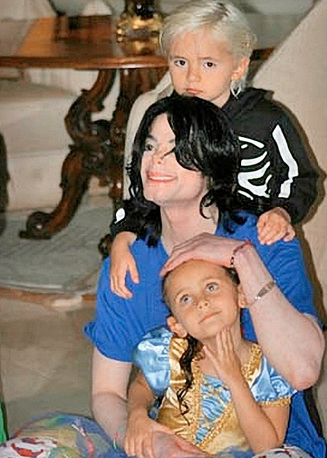 MIchael%20Jackson%20with%20his%20children.jpg