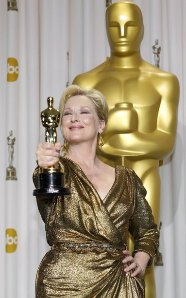 Meryl%20Streep%20looking%20like%20empress%20with%20Oscar.JPG