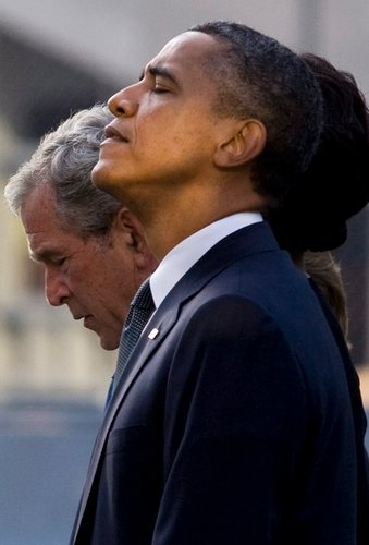 Obama%20at%20prayer%20with%20Mussolini%20look.jpg