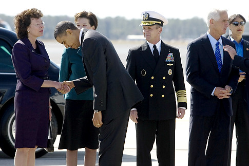 Obama%20bows%20to%20Iorio.jpg