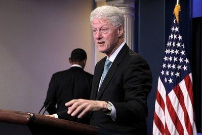 Obama%20leaving%20Clinton%20in%20WH%20press%20room.jpg