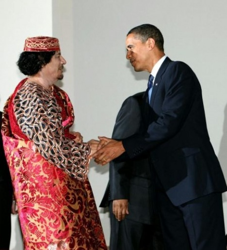 Obama%20shakes%20hands%20with%20Kaddafi.jpg