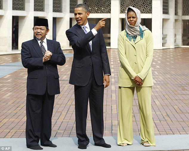 Obama%20with%20Michelle%20and%20Imam.jpg