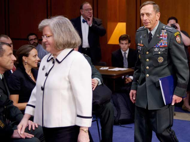 Petraeus%20and%20wife%20at%20hearing.jpg