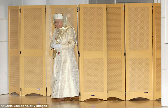 Queen%20Elizabeth%20n%20Islamic%20dress%20and%20head%20covering.jpg