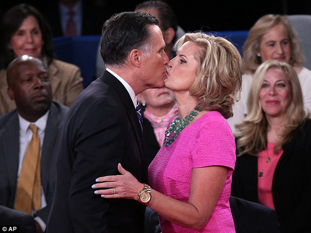 Romneys%20kiss%2C%20women%20go%20Aww.jpg