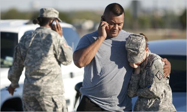 Soldiers%20reacting%20to%20Fort%20Hood%20massacre.jpg